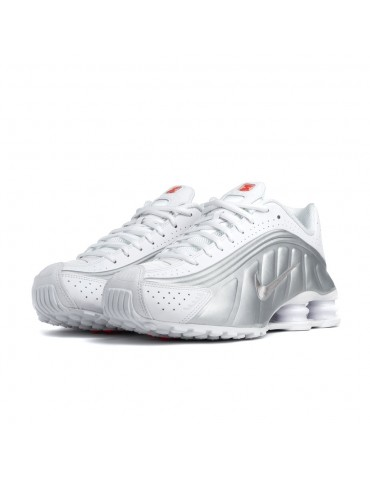 Men's shoes sneakers NIKE SHOX R4 in white and silver leather 104265 131